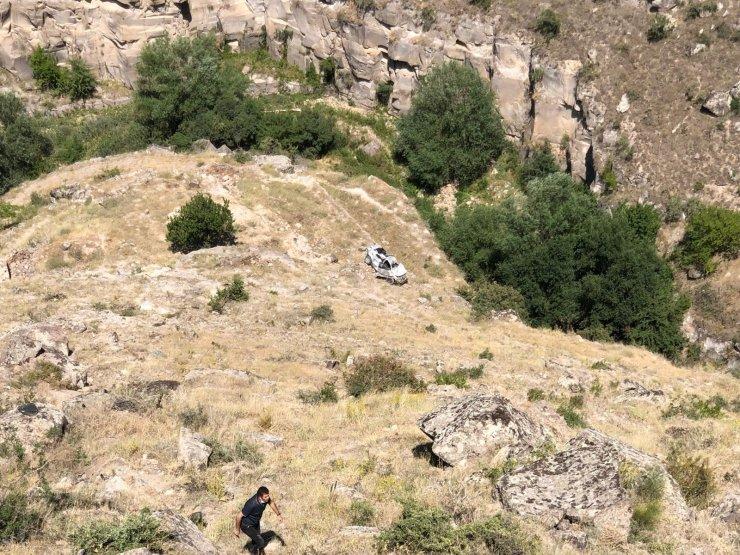 Viyadük kenarına park edilen otomobil 200 metre aşağıya yuvarlandı