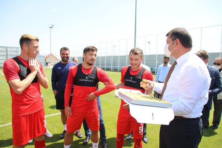 Sivas Valisi'nden, Sivasspor'a UEFA maçı öncesi baklava dopingi