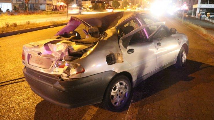 13 yaşındaki yayaya çarpan otomobil takla attı: 1'i ağır 2 yaralı