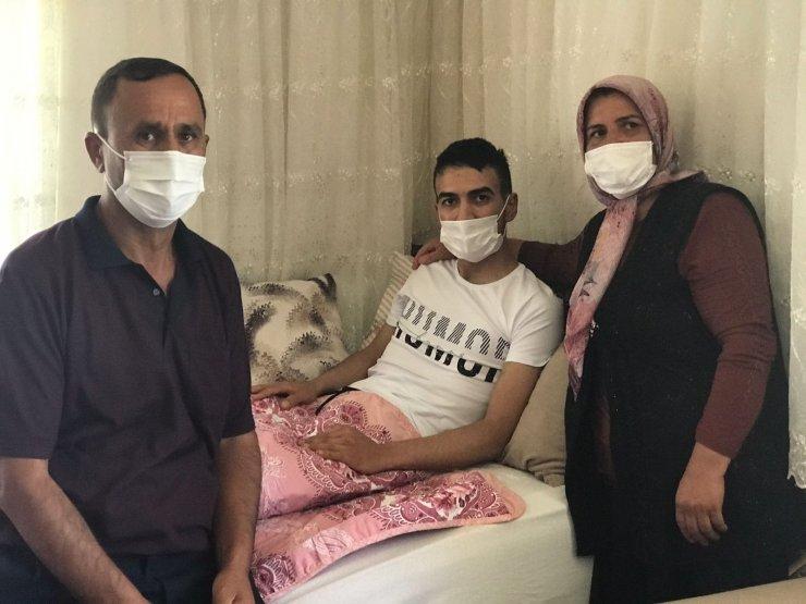 Fırat Kalkanı harekat bölgesinde gazi olan asker baba evinde