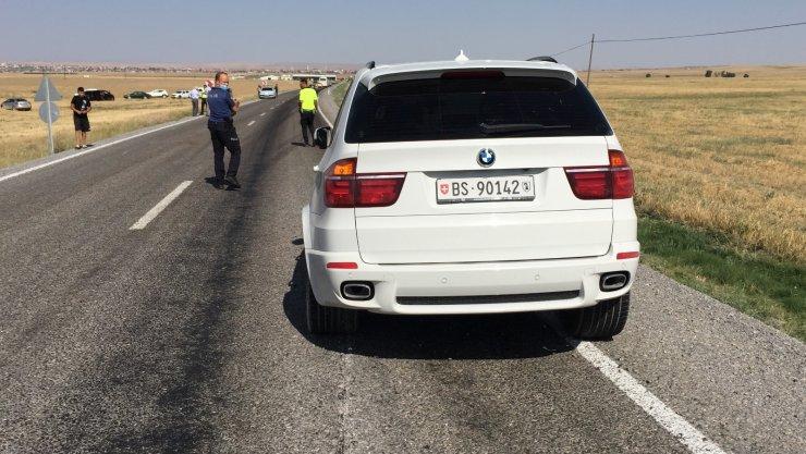 Tekerleği fırlayan otomobilin neden olduğu kaza ucuz atlatıldı
