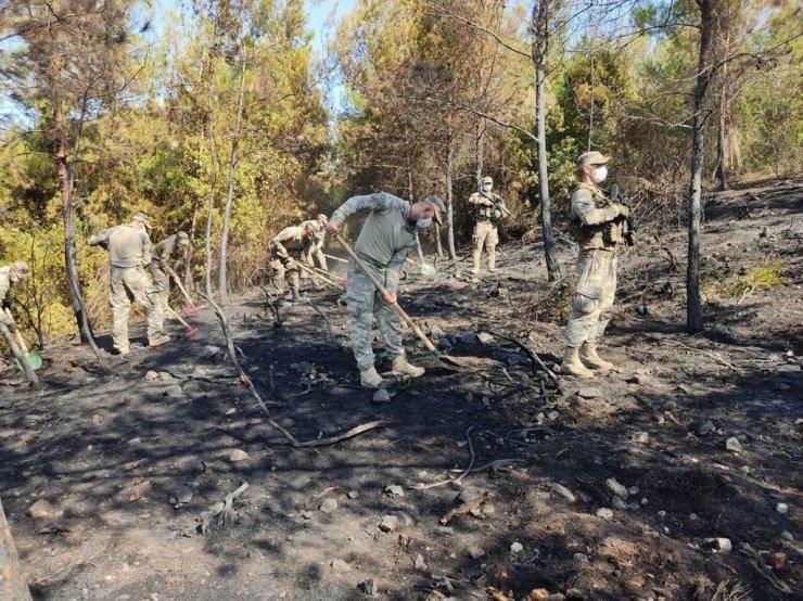 """MSB: """"Hatay'ın Dörtyol ilçesindeki yangına müdahale için görevlendirilen 39'uncu Mekanize Piyade Tugay Komutanlığı personelimiz, bölgede soğutma çalışmalarına devam ediyor."""""""