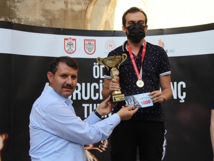 Satranç turnuvasında dereceye girenler ödüllendirildi