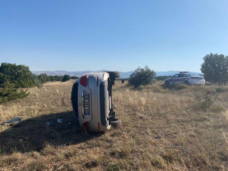 Sivas'ta otomobil yoldan çıktı: 5 yaralı