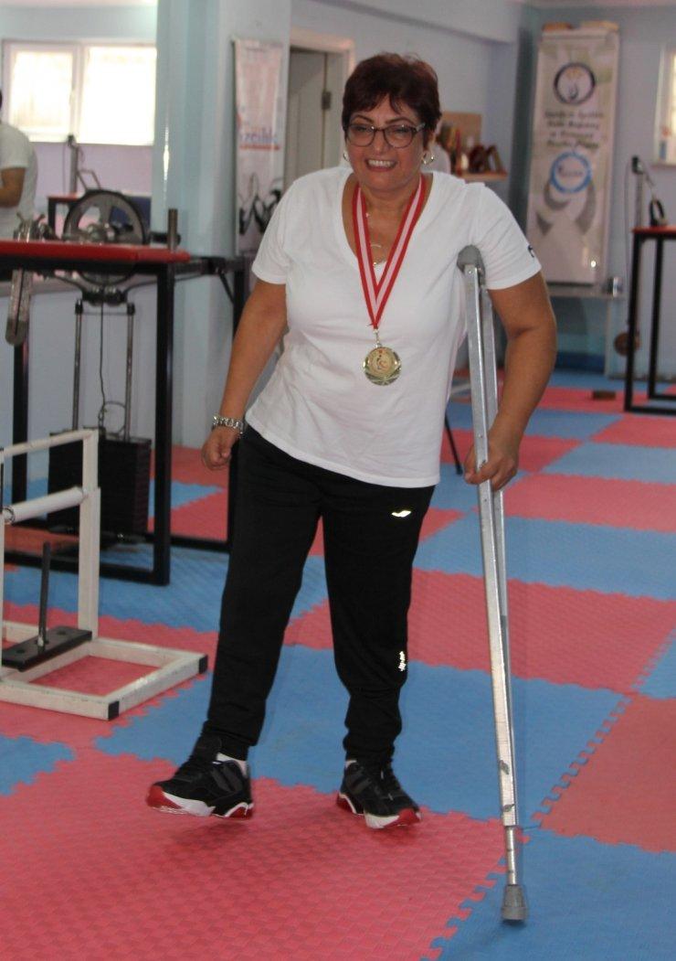Antrenörsüz Türkiye şampiyonu oldu