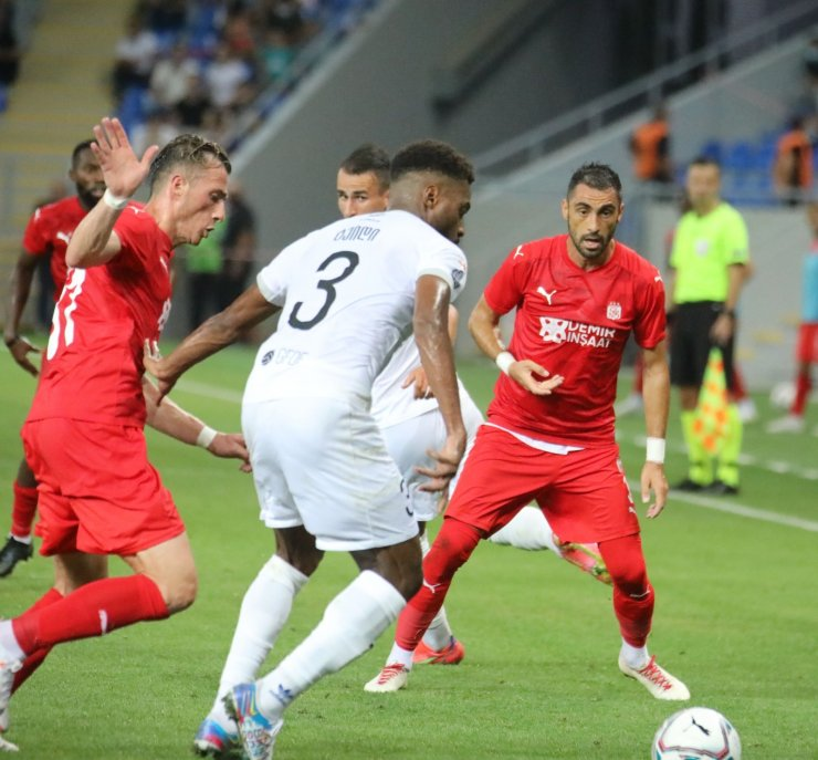 UEFA Avrupa Konferans Ligi: Dinamo Batumi: 0 - Sivasspor: 0 (İlk yarı)