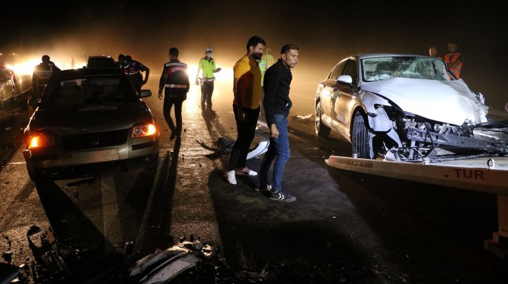 Yozgat'ta 4 aracın karıştığı zincirleme kazada 7 kişi yaralandı