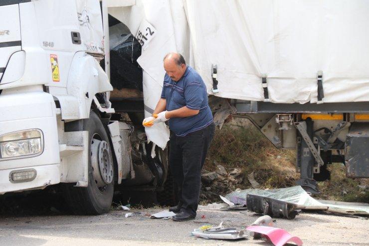 Eskişehir'de TIR'la çarpışan kamyonun sürücüsü yaralandı