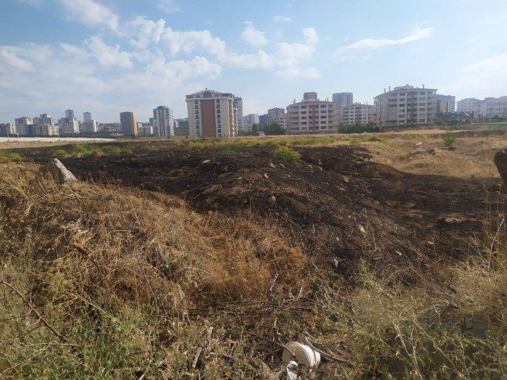 Başkent'te yıldırım düşen otluk alanda yangın çıktı