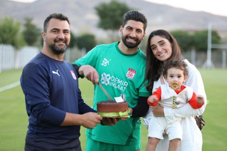 Sivasspor'un kalecisi Muammer'e sürpriz doğum günü kutlaması