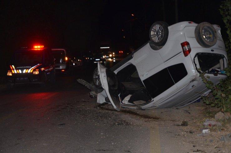 Kamyonet ile hafif ticari araç çarpıştı: 1 ölü, 2 yaralı
