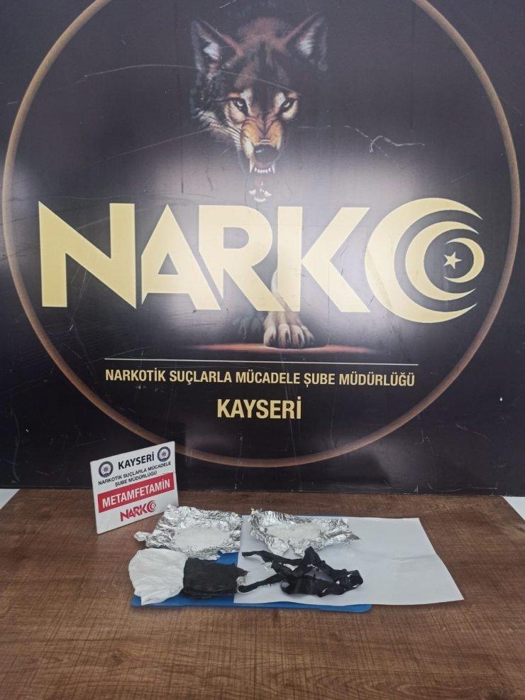 Kayseri'de iç çamaşırı ve pantolonun içerisinde yapılan uyuşturucu sevkiyatını polis engelledi