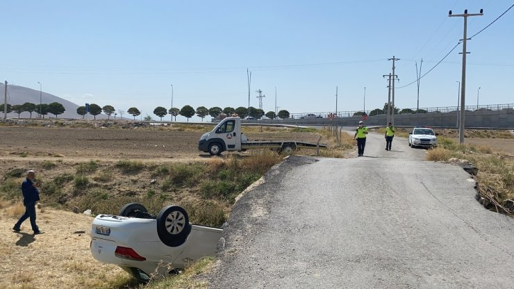 Niğde'de otomobil köprüden düştü: 1 yaralı